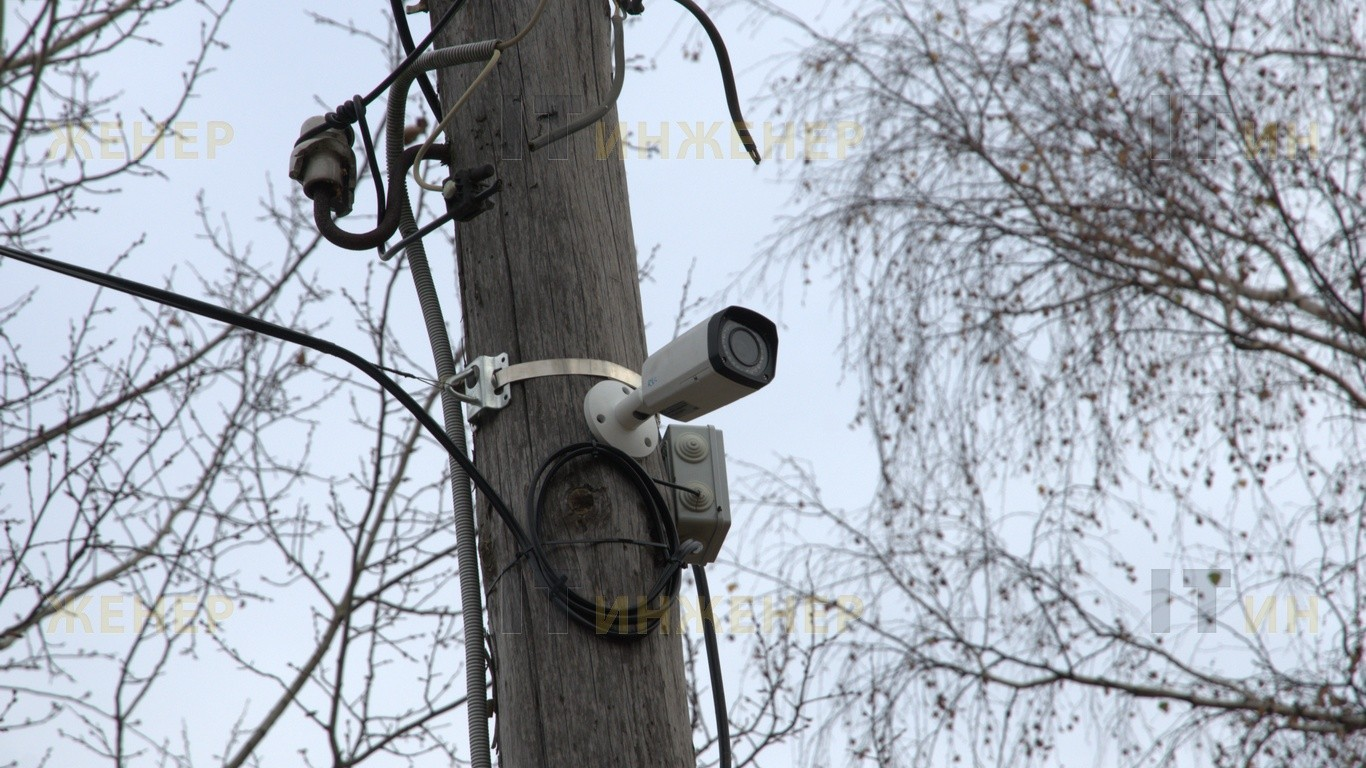 Монтаж камеры на деревянный столб.