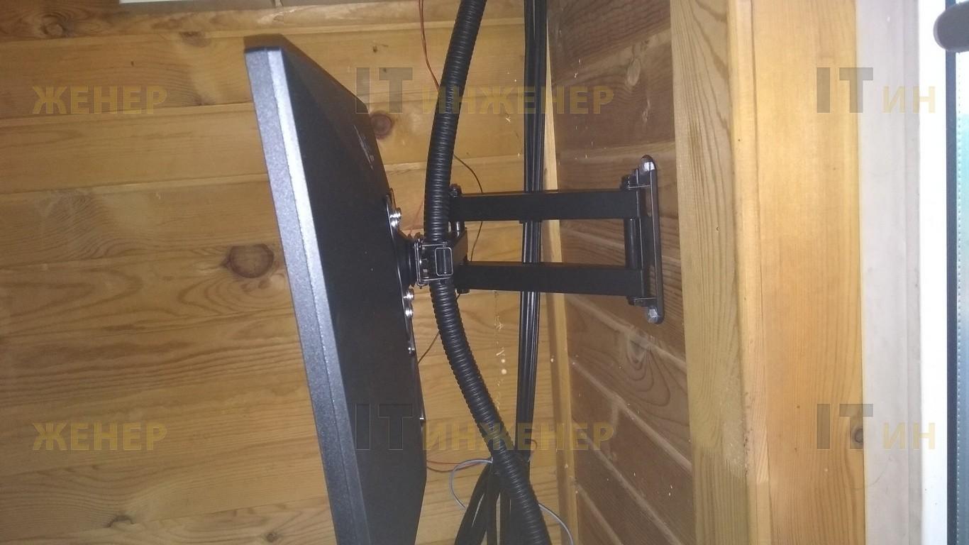 Крепление монитора к стене.