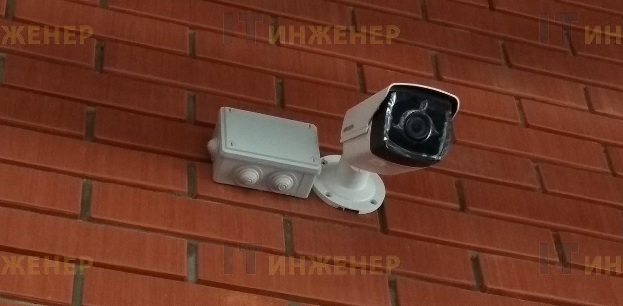 Камера установлена на фасад частного дома